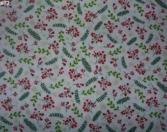 Fabric C872 berries and leaves on white coupon 35x50cm