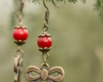 Earrings in bronze and coral beads