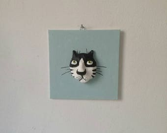 Cat portrait of ceramic material on Malpappe, painted with acrylic