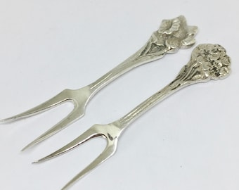 Cocktail forks, 2 pieces, nice flower ornaments on top hallmarked Dutch silver