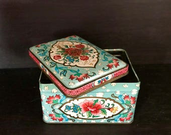 Vintage Daher Tea Box, tin teabox designed by Daher, made in England. Blue Floral English container, jar canister Shabby chic, collection