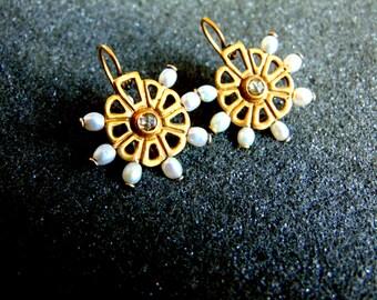 18k Gold Drop Earrings,Pearl and Diamond Earrings,Gold 750 Gemstone Earrings,Vintage Gold Earrings,Womens 18k Earrings,Artisan Jewelry