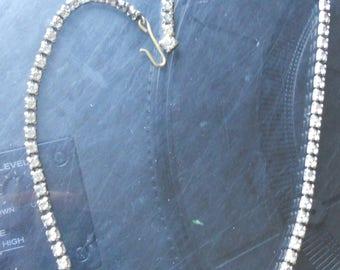 VTG rhinestone choker necklace w/ bowtie-shaped centerpiece