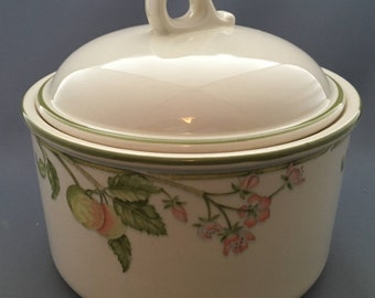 Wedgwood Wild Apple Granada Shape O.T.T. lIdded Casserole.