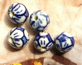Set of Chinese porcelain beads, white / blue