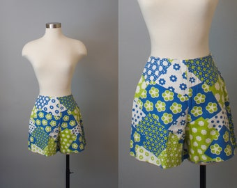 Cloud 9 Shorts / 1960s Cotton Floral Summer Shorts / 60s Shorts