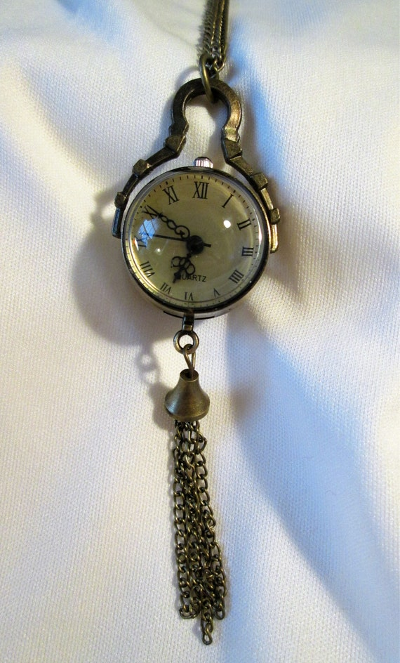 """New Beautiful Antique Victorian Style Reproduction Glass Quartz Watch Pendant With Roman Numerals and 30"""" Chain."""