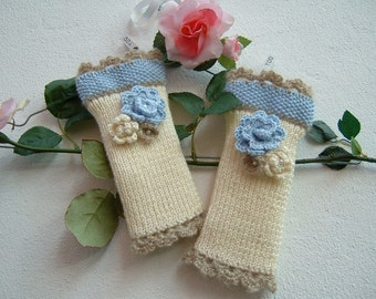 Sleeves in ivory wool, blue and beige-medium mittens with flowers applied-fingerless knitted gloves-Tricot warmer cuffs