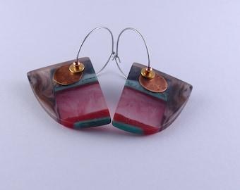 Hoop la Hoop: resin drop earrings, contemporary design, red, emerald green and black contrast