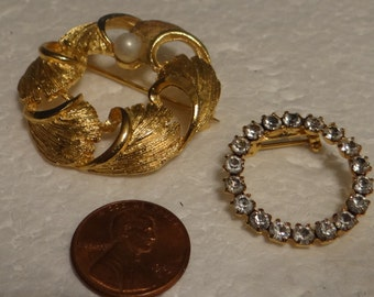 Two Vintage Brooch Gold tone Rich