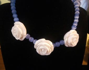 White rose choker