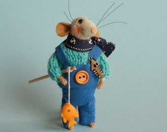 Needle felted mouse with fish. felt mouse. Dollhouse mouse. Felting dreams. Ornament. Mouse Fisherman. Gift. Fisherman gift, sea vocation