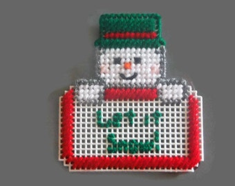 Plastic Canvas Magnet Let it Snow, snowman magnet, Christmas gift, unique gift, Kitchen Décor, Refrigerator Magnets, holiday magnet