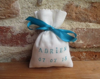 Sachet favors customizable ivory linen, name or inscription in turquoise blue and turquoise satin ribbon