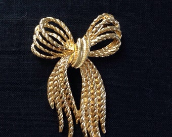 Bow gold tone vintage brooch, Bow vintage brooch