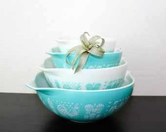 Vintage Pyrex Nesting Cinderella Mixing Bowls, Turquoise Blue and White Glass, Set of Four Nesting Bowls, 1950s, Retro Serving Bowls