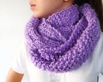 Bufanda circular hecha a mano. Cuellos de lana dos agujas. Cuellos tejidos para invierno. Bufandas cerradas para mujer. Ideas para regalar