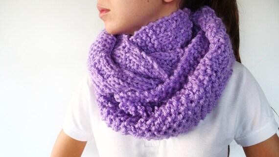 Bufanda circular hecha a mano. Cuellos de lana dos agujas.
