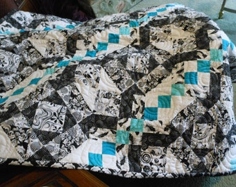 ILLUSIONS Quilted Throw