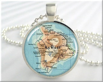 Hawaii Map Pendant, Resin Map Charm, The Big Island Hawaii Pendant, Travel Map Necklace, Picture Jewelry, Round Silver Pendant 360RS