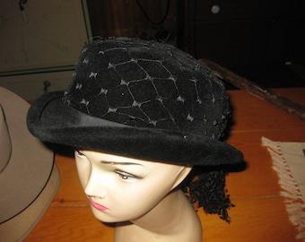Vtg black velvet cloche hat with full netting drapped in the back formal vtg hat 22 in Crowne hat