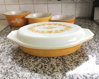 Pyrex Butterfly Gold Oval Divided Dish and Lid * Excellent Condition