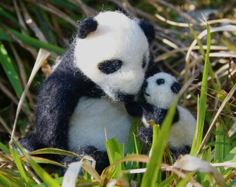 Panda & Cub needle felting kit. Easy for beginners.