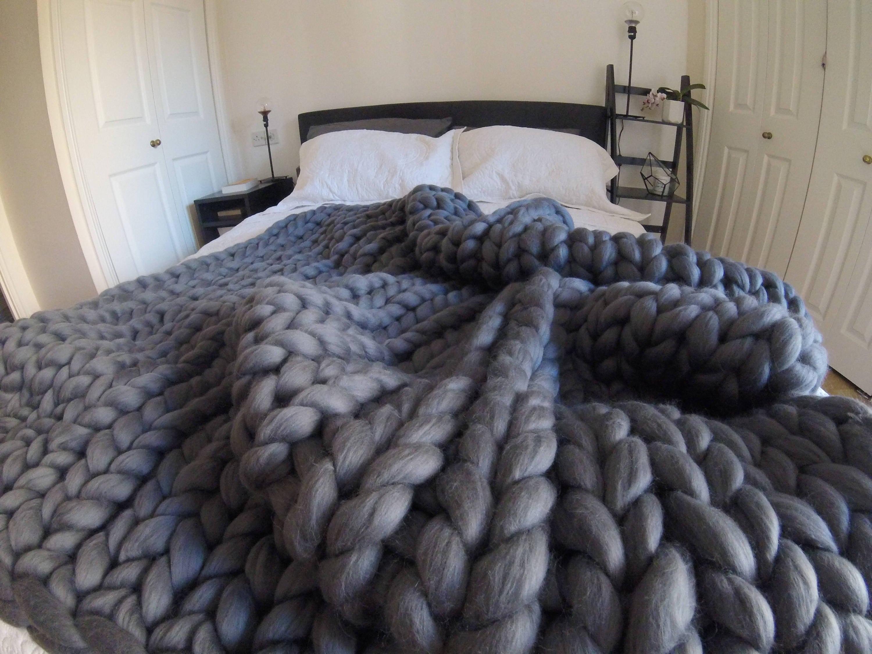 arm gestrickte decke grobstrick decke riesen stricken. Black Bedroom Furniture Sets. Home Design Ideas