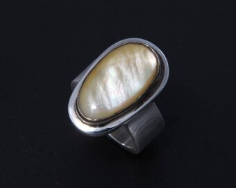 Mother of Pearl 2 - Ring - Sterling Silver - Size 7