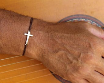 man with cord cross bracelet adjustable .idee gift