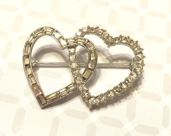 Vintage Lisner Sparkling Clear Rhinestone Entwined Hearts Pin