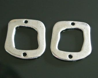Set of 4 silver connectors in the shape of quadrilaterals irregular and 29 x 27 x 2 mm, two holes on either side of about 2.6 mm