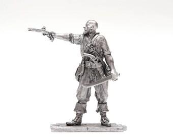 tin 54mm Pirate with gun 1660-80 yrs. 1:32 scale miniature