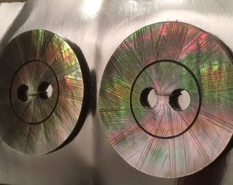 2 old shell buttons-Mother of pearl buttons-Thaihiti Black pearl-light effects-1,807 I/45.9 mm
