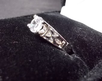 Solitaire cubic ring, size 8, carved sides