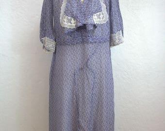 "1930's Cotton Floral Day Dress / Blue Frock / Lace Detailing / Size: 34"" Waist"