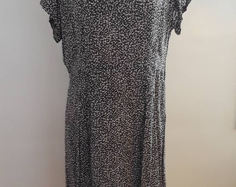 Vintage 1940's Black White Wavy Spotted Print Silky Rayon Dress Sheer Collar Sz Large WWII Era