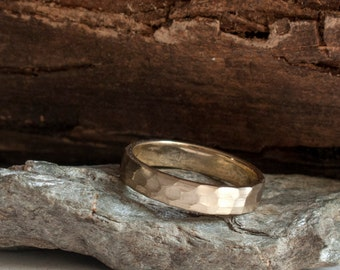 Gold hammered ring - Wedding rings