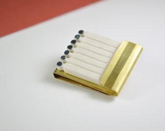Allumettes. Broche en porcelaine et laiton doré. Bijou minimaliste contemporain. Bijoux céramique géométrique. Avant-garde allumette unisexe