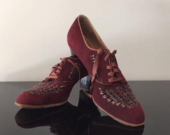 1930s 1940s Maroon Suede Oxfords//Vintage Lace Up Shoes//WW II Era Fashion//Vintage Suede Burgundy Heels//Vintage Tie Shoes
