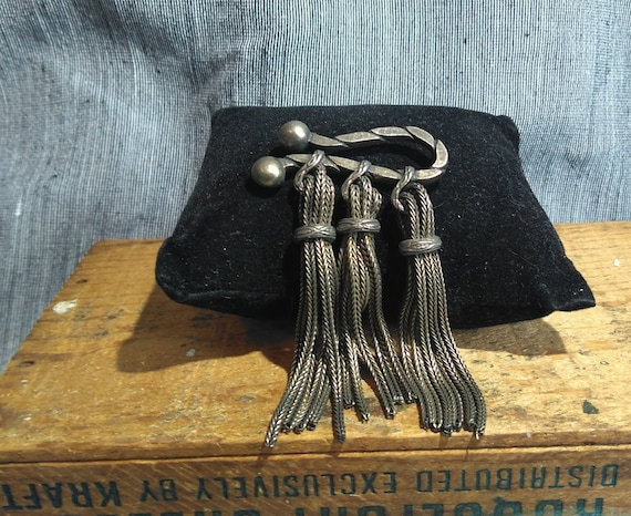 Vintage 1970s Kramer pewter braided rope brooch with epaulet tassel