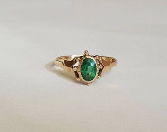 Victorian Yellow Gold Green Stone Ring with Ship's Wheel Design  Size 5