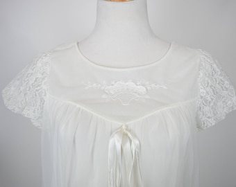 60s White Chiffon Babydoll Nightgown w Lace Sleeves & Flower Basket Applique by Carillon / Wedding Bridal Lingerie / Burlesque Pinup Nightie