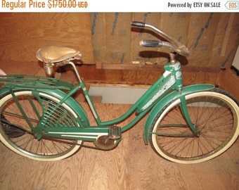 Slow Riding Woman Its All Right Rare Antique Bicycles Vintage Green Sears Roebuck Female Bicycle Fender Skirt Rear Carrier Bicycle Collector