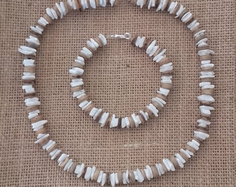 Set short necklace + bracelet made of white shells and coconut beads