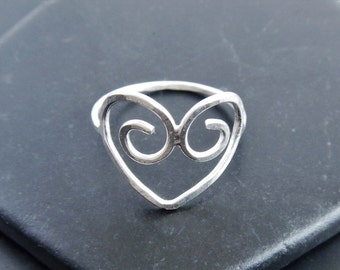 Sterling Silver Filigree Heart Ring - Delicate Ring - Heart Ring - Love Ring - Hammered Silver Ring - Promise Ring - Gift for Girlfriend