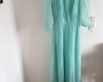 Berketex Bride vintage turquoise bridesmaid's dress 1970s/ 1980s