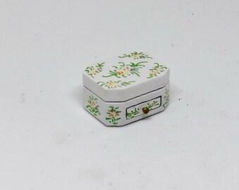 Miniature Jewelry Box / Miniature Jewelry / Dollhouse Jewelry Box / Dollhouse Miniature / Dollhouse Jewelry