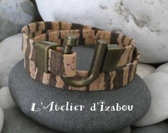 Woman bracelet made of Cork lined round Horseshoe clasp bronze