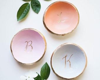 Personalized ring holder / Ring Dish / Bridesmaids Gift / Wedding Gift / Engagement Gift / Gift for Her / Wedding Ring Holder / Custom Name